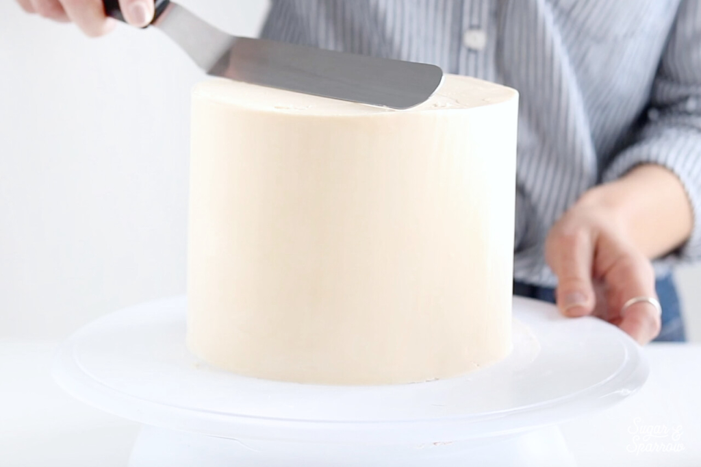 how to frost smooth buttercream cake