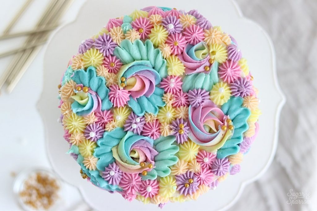 cake with buttercream piping