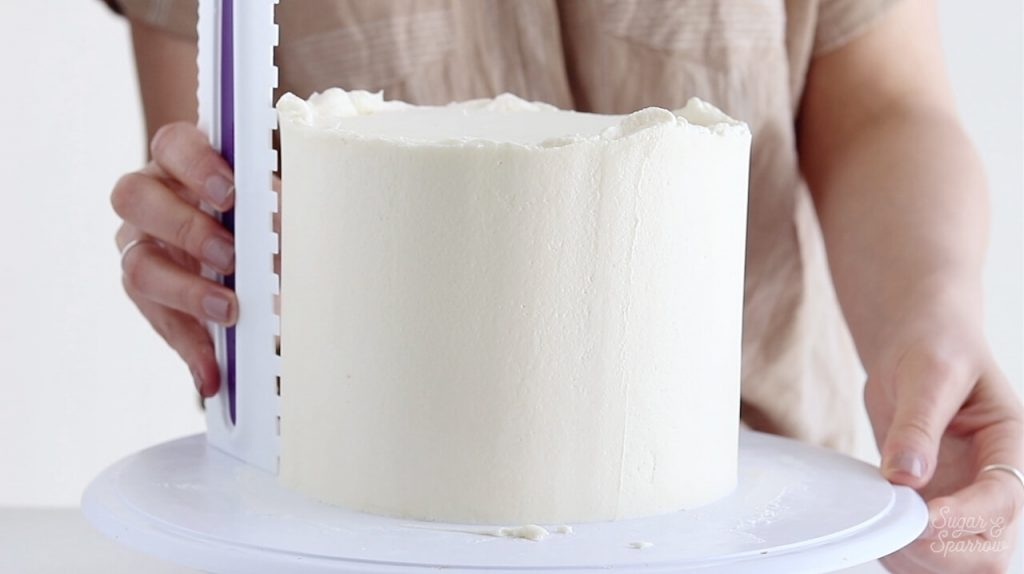 using a cake comb on buttercream