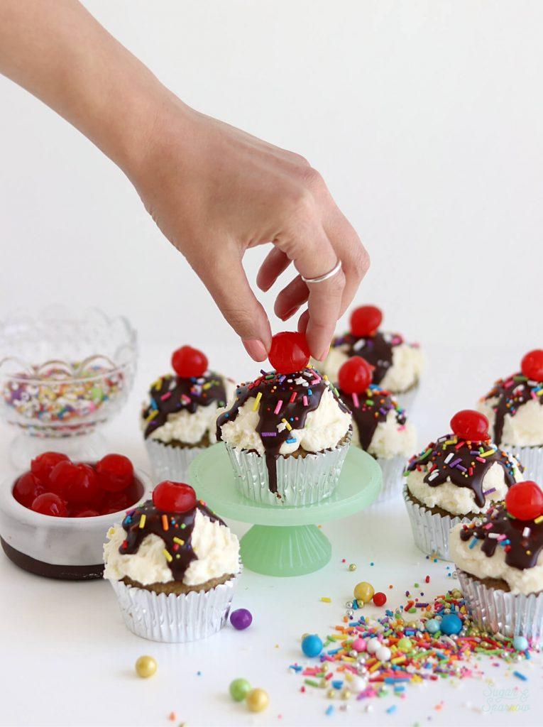 how to decorate banana split cupcakes