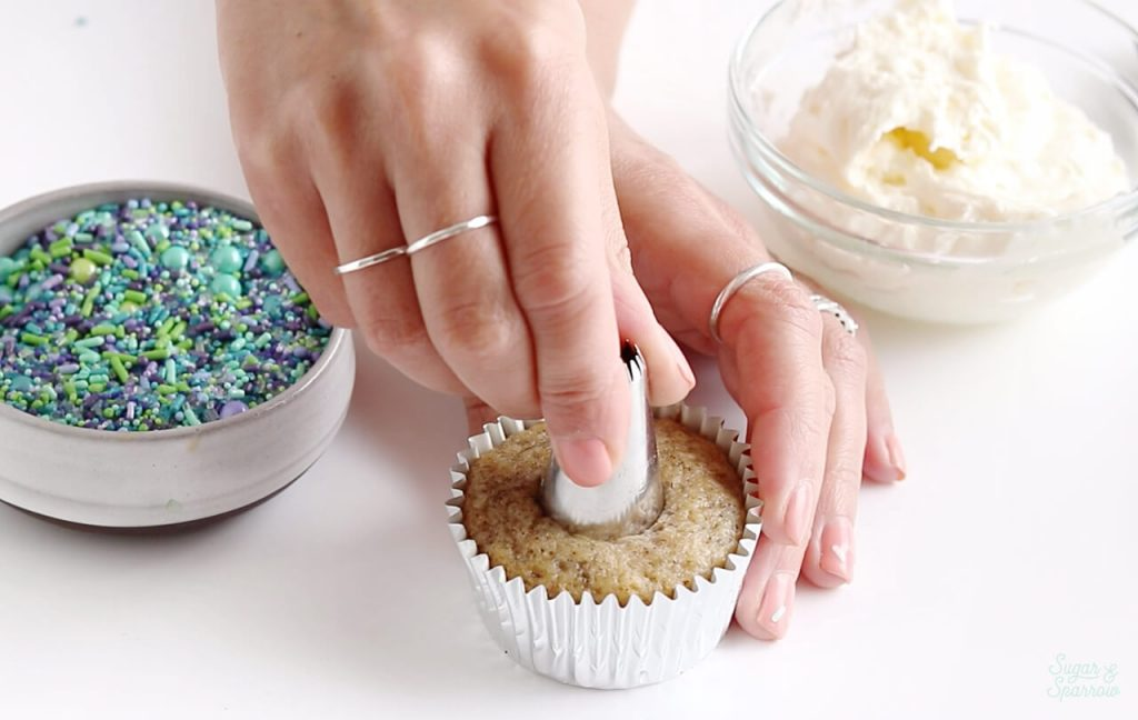 how to make a hole in cupcake
