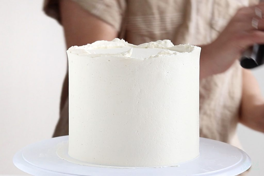 how to frost a smooth buttercream cake