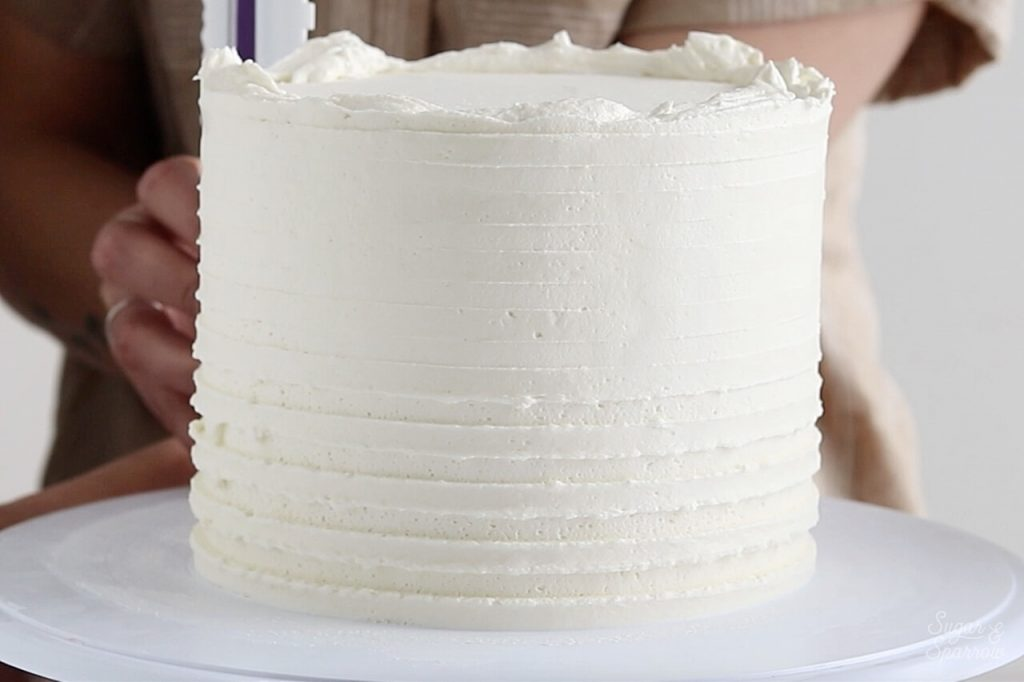 cake decorating with icing comb