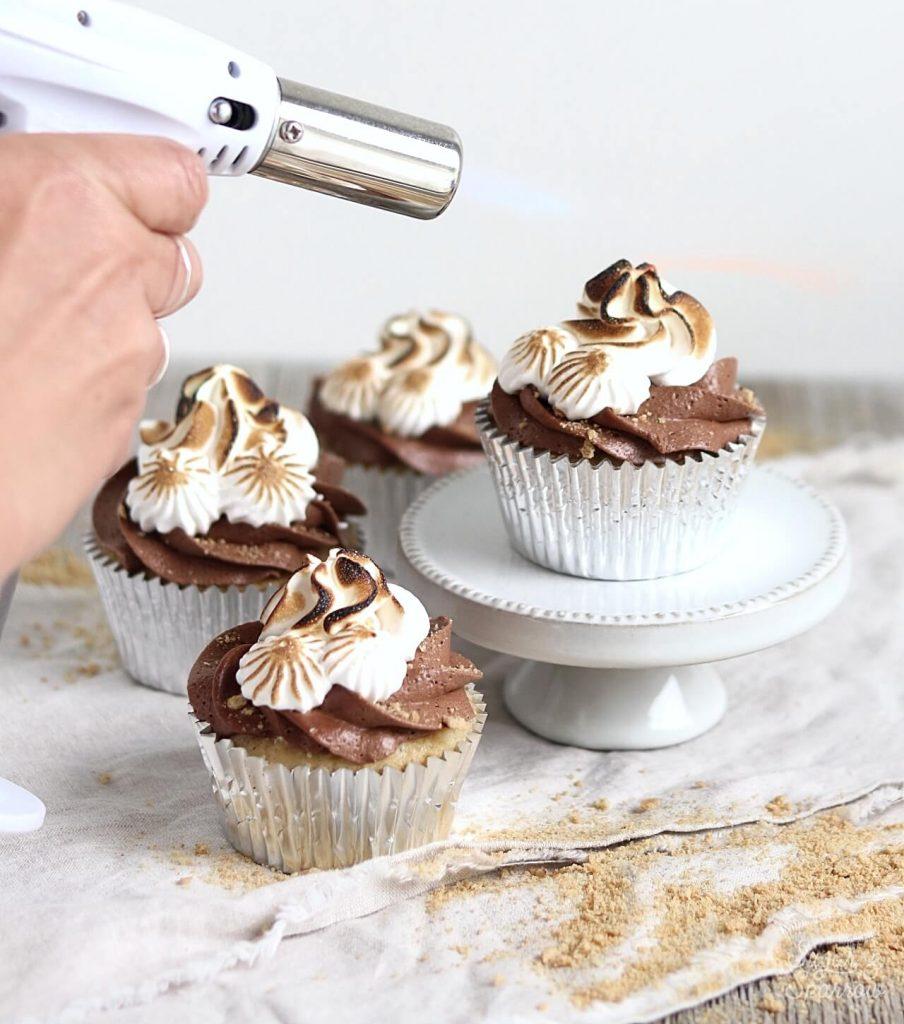 toasted meringue on cupcakes