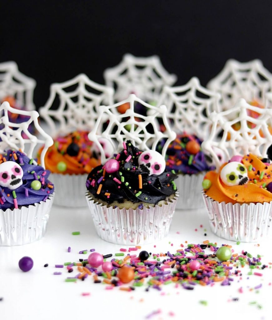 White chocolate spiderweb cupcake toppers