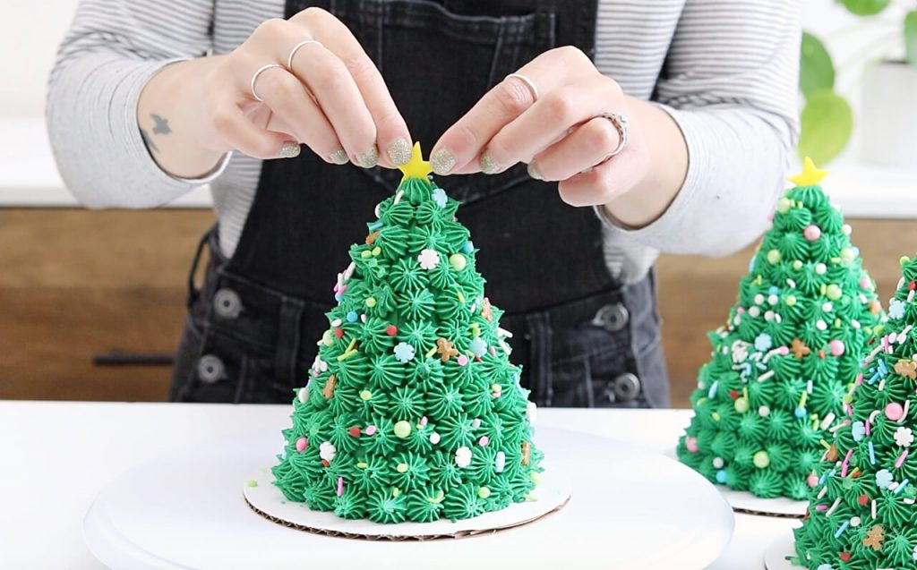 how to decorate christmas tree cakes