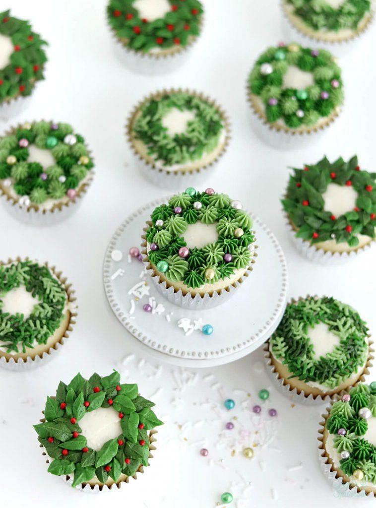 buttercream Christmas wreath cupcakes piping tutorial