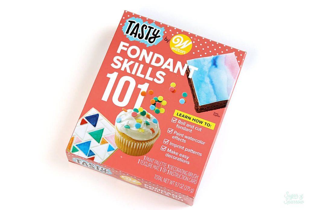 Tasty by Wilton Fondant Skills 101 Kit