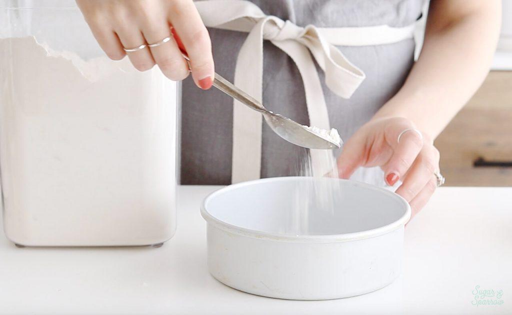 how to flour a cake pan