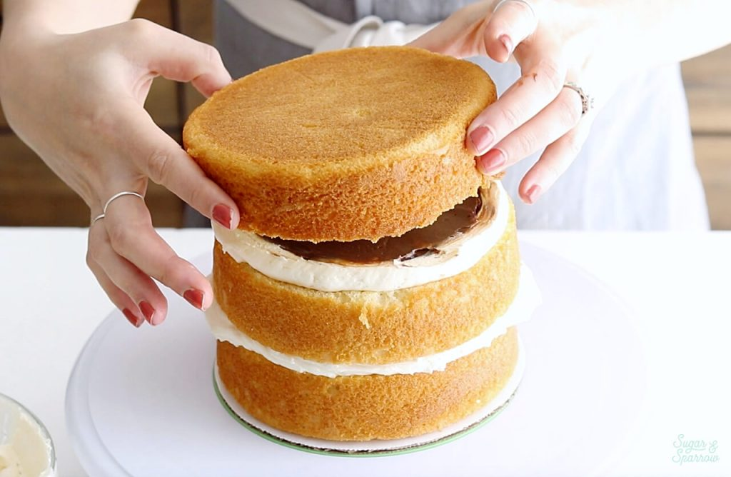 how to stack a layer cake