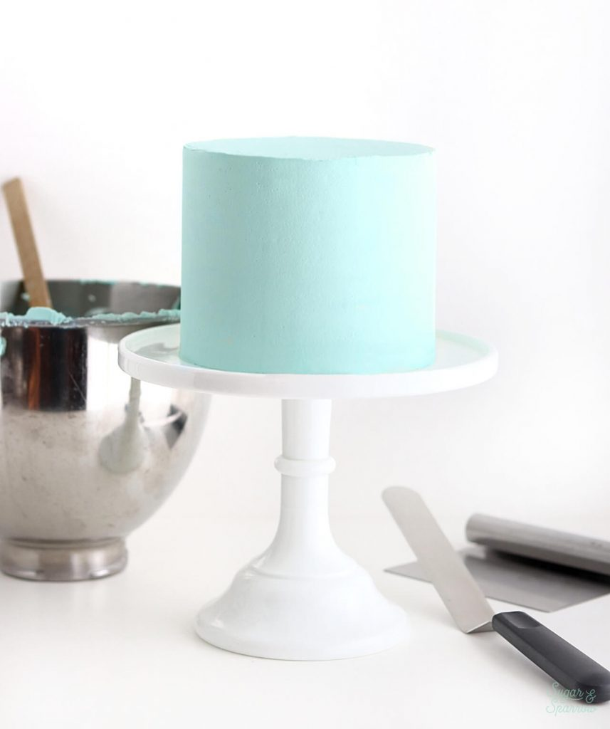 how to frost a cake with smooth buttercream tutorial