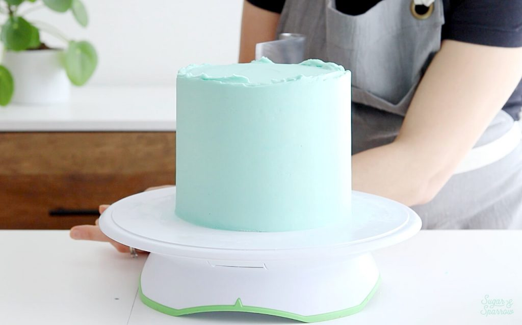 smooth buttercream cake tutorial by Sugar and Sparrow