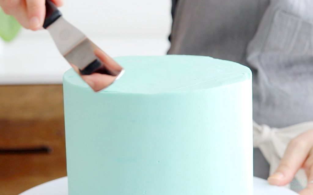 how to create sharp edges on cake