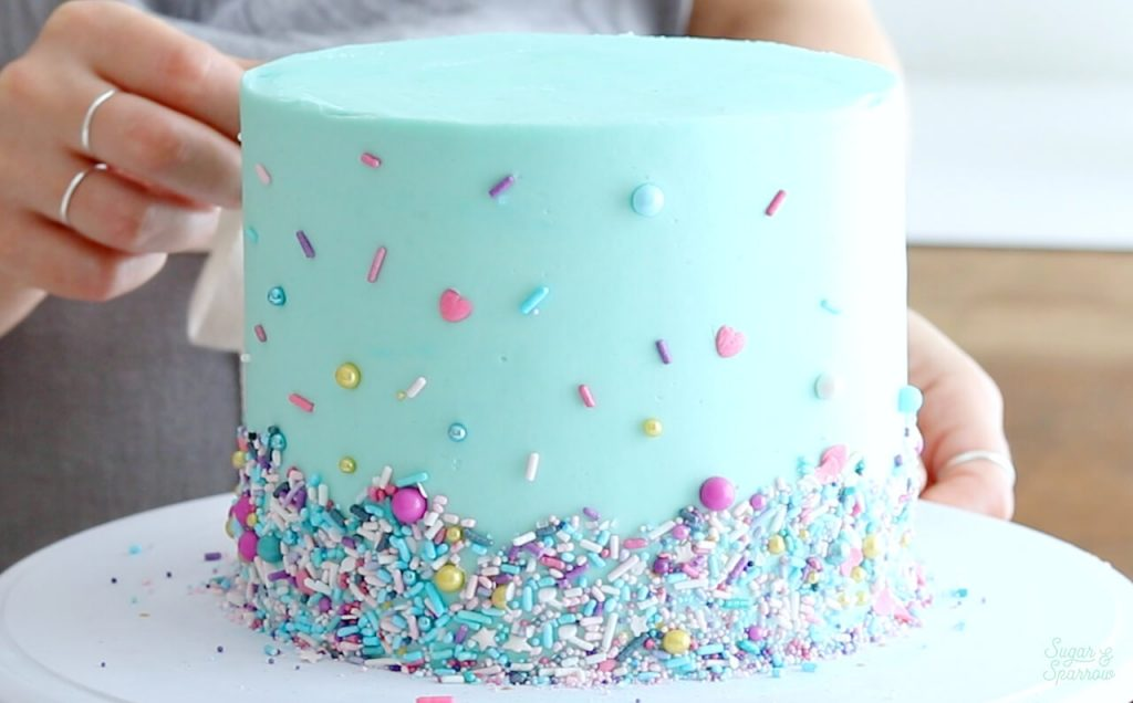 cake decorating with sprinkles tutorial