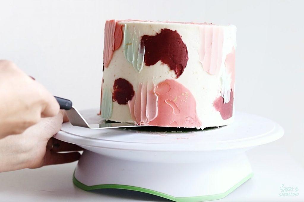 how to move a cake onto cake stand