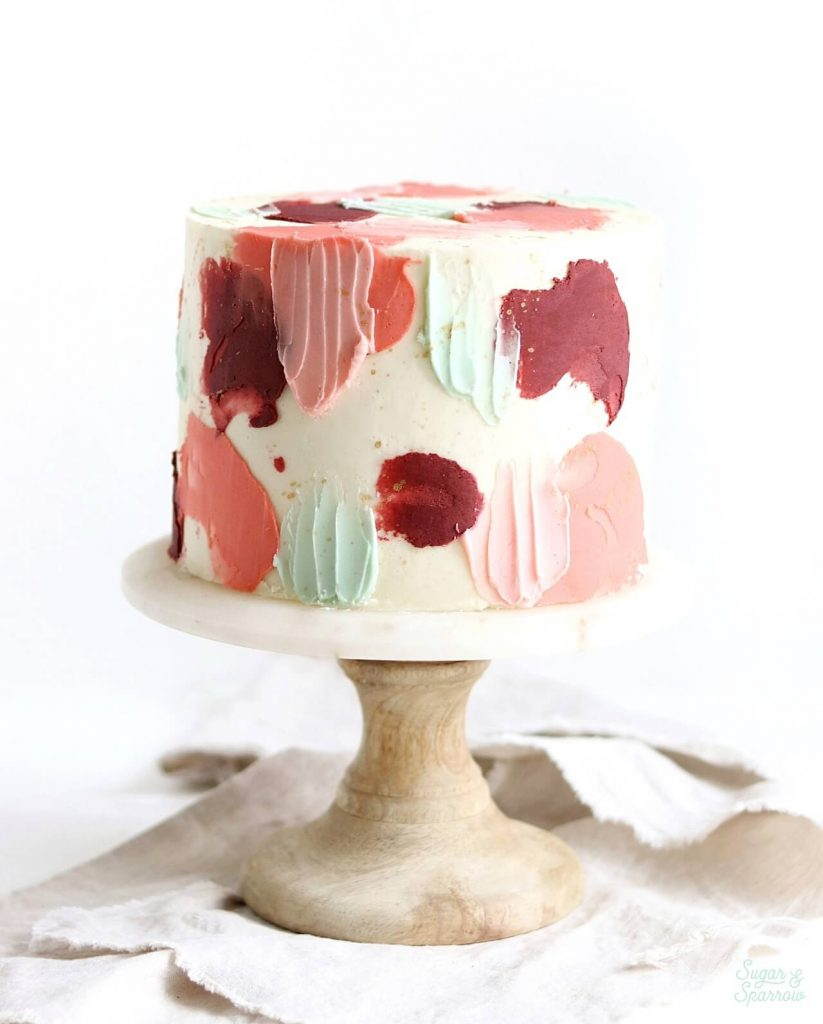 how to style cake on cake stand