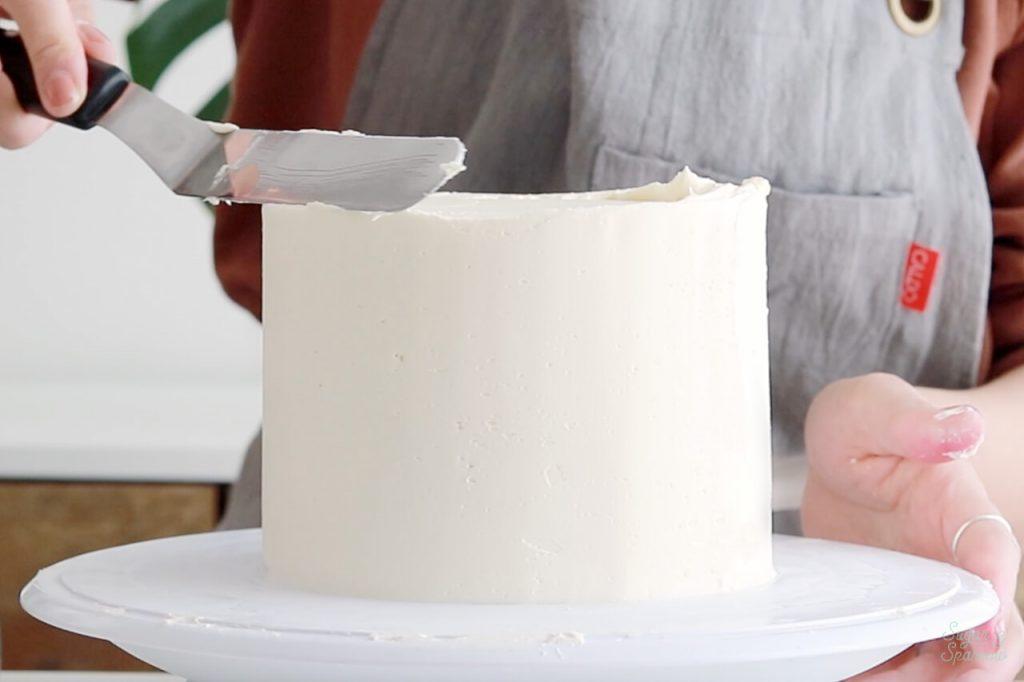 how to create sharp edges on buttercream cake