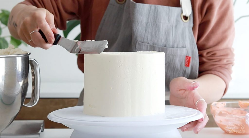 how to get sharp buttercream edges on cake