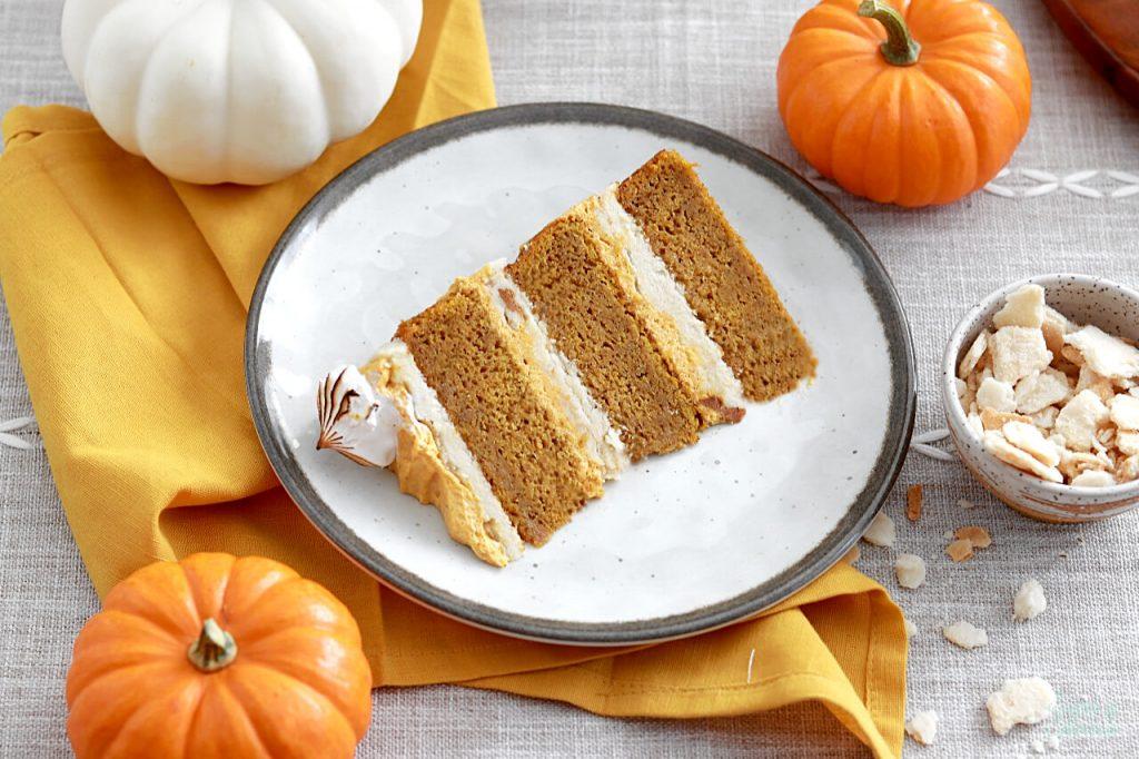 pumpkin cake, brown sugar buttercream, pumpkin creme filling